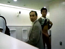 Ragazzo asiatico gay esibizionista