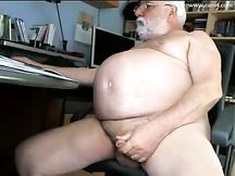 Vecchio gay si masturba