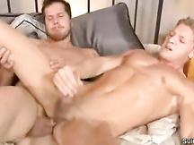 Sesso gay tra maschi dotati