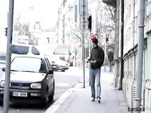 Ragazzo gay adescato in strada