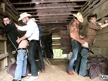 Cowboy gay fanno un'orgia