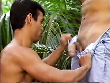 Gay latino succhia cazzi
