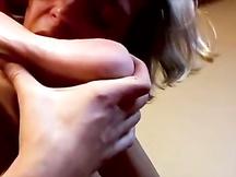 Gay lecca i piedi puzzolenti