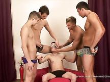 Maschio gay sodomizzato e sborrato