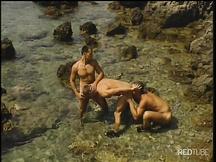 Orgia tra nudisti gay