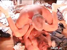 Sesso brutale in lavanderia