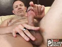 Masturbazione per un gay maturo