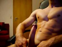 Sborra su pancia muscolosa