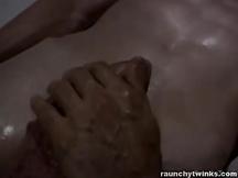 Massaggio con succhiate e leccate gay