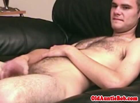 Giovane peloso gay porno