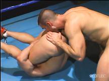 Pugile gay scopato dal suo allenatore