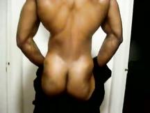 Muscoloso spogliarellista nero sexy