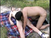 Pompino gay all'aperto