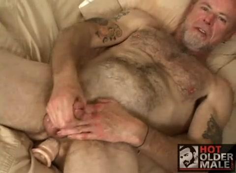 nonno si fa una sega con ragazzo gay