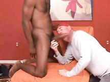 Cinquantenne gay arrapato pompa pisellone nero