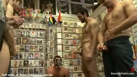 Femmine succhiare grossi cazzoni