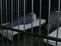 Ciccione voglioso inculato in cella
