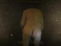 Mi piace esibirmi nudo